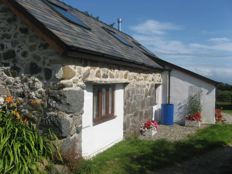 Cottage; bedroom windows on left - Self catering eco holiday cottage, Snowdonia - Pwllheli - rentals