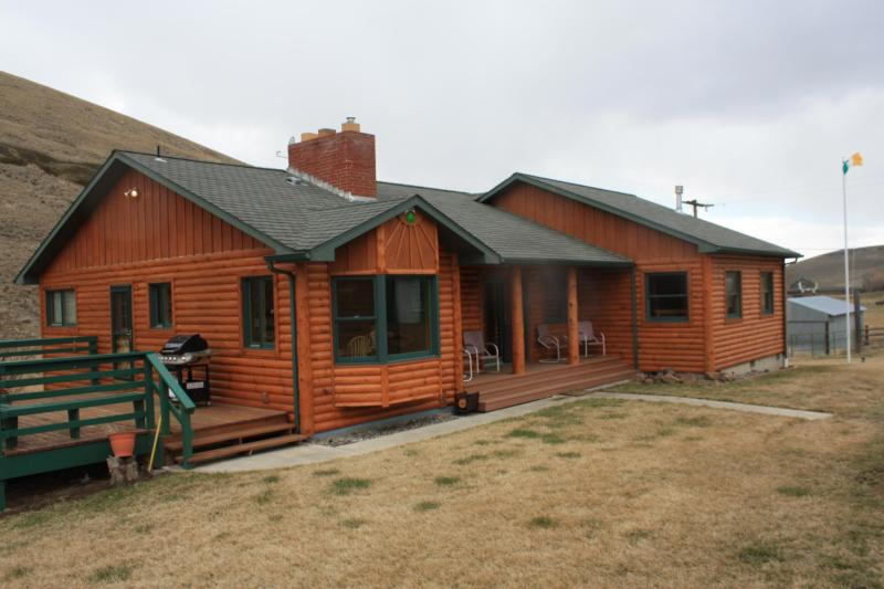 Shamrock Lodge - Six Bedroom Country Lodge on 20 Acres near Heppner - Heppner - rentals