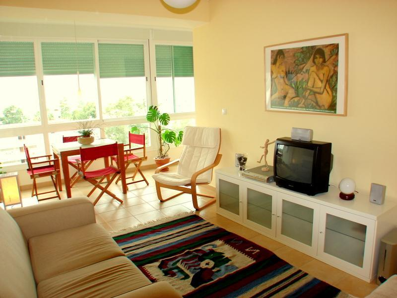 Living Room - Beach, Surf & Lisbon - Costa da Caparica Apartment - Costa da Caparica - rentals