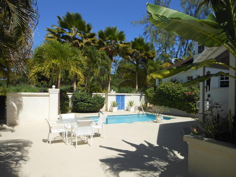 2 bed townhouse in Holetown with beach access - Image 1 - Holetown - rentals