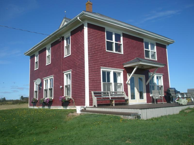 4 bedroom farmhouse - Oceanfront 4 Bedroom Farmhouse - Fort Chipewyan - rentals