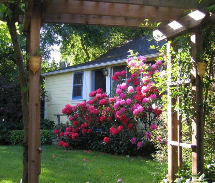 Exterior in Spring - Kate Murphy's Cottage - Sonoma - rentals