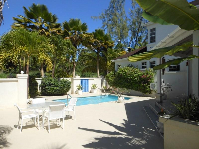 4 bedroom town house with pool and beach access - Image 1 - Holetown - rentals