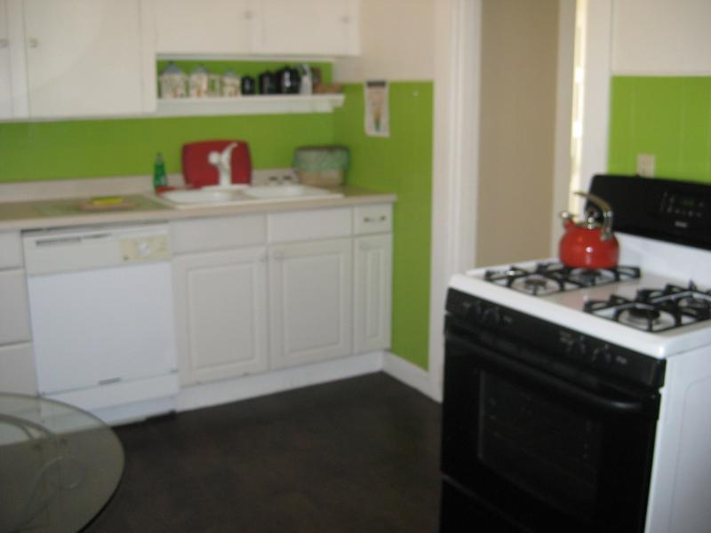 Our color scheme is very Portland - Upstairs Jewel in SE Hawthorne - Portland - rentals