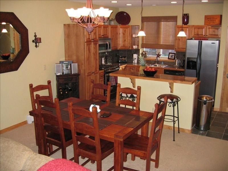 Dining and bar area - table extends to seat 10 comfortably - Luxury Home, Beautiful Rocky Mountain Location - Fraser - rentals