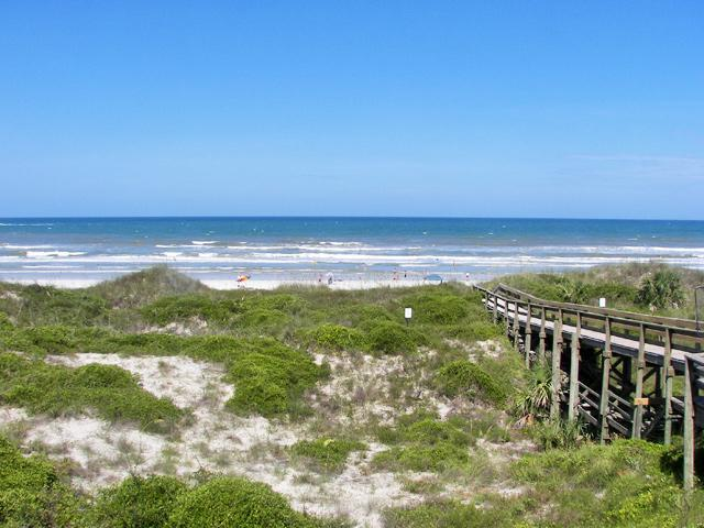 Beachers Lodge Oceanfront 1 BR Close to Pool/Beach - Image 1 - Crescent Beach - rentals