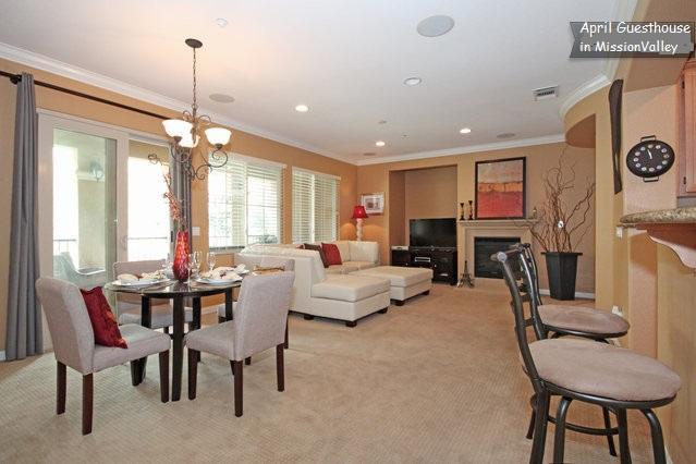 Spacious Living room, tastefully decorated - Heart of  San Diego! 1800sf 3b/2ba! Pool - San Diego - rentals