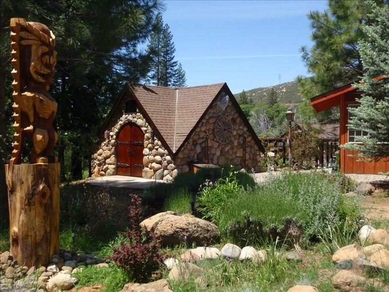 The garden around the cottage and the cottage - Spinning Wheel Yosemite - THE COTTAGE - Groveland - rentals