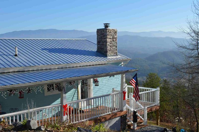 Our cabin nestled in the Smoky Mountains. - Romantic Getaway Unbelievable Mountain Views - Sevierville - rentals