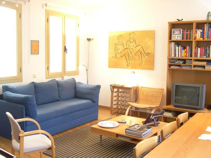 Light & quiet in the middle of it all! - Image 1 - Barcelona - rentals