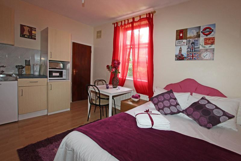 Self-contained, self-catering apartment, short term budget accommodation in London to rent  - Rental holiday apartment, studio flat in London - London - rentals