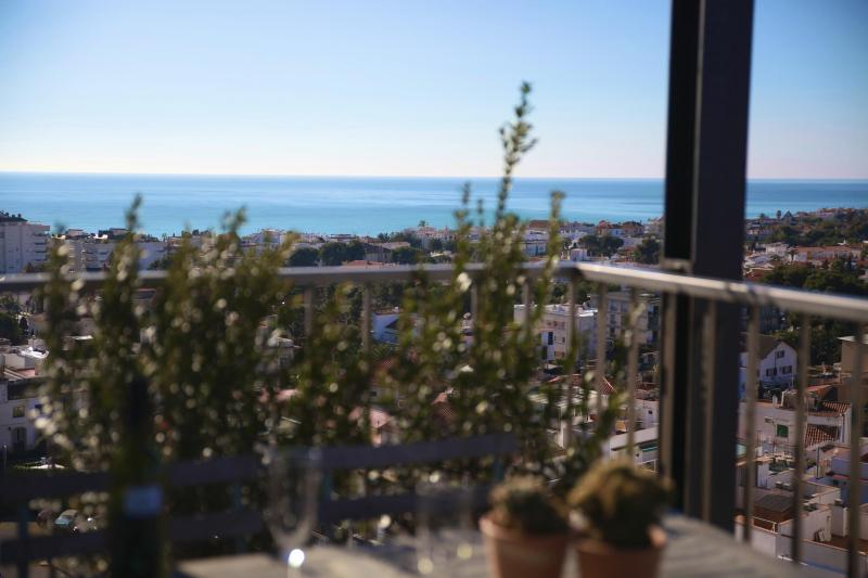 Vew from terrace, Table and chairs to eat outside - Atic in central Sitges with amazing views - Sitges - rentals