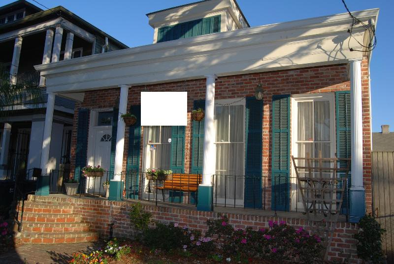 Facade - Near French Quarter for JazzFest & fun in Nawlins! - New Orleans - rentals
