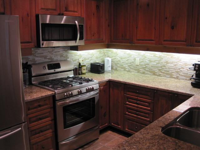 Beautiful Kitchen, gas stove - Taluswood 2 bedrom ski in/ski out Private Hot Tub - Whistler - rentals