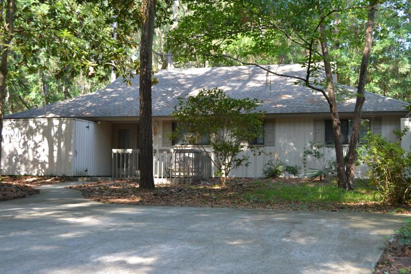 House with parking for two cars - Pvt Sea Pines Home-Walk to Beach/Harbortown-Pool - Hilton Head - rentals