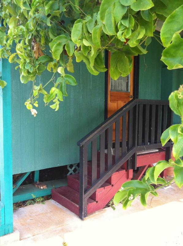 Entrance to the studio.  Lilikoi vine in the fore ground.  Pick and juice for a tasty drink. - Lush & Private Rustic Studio on 2 Acres - Kapaa - rentals