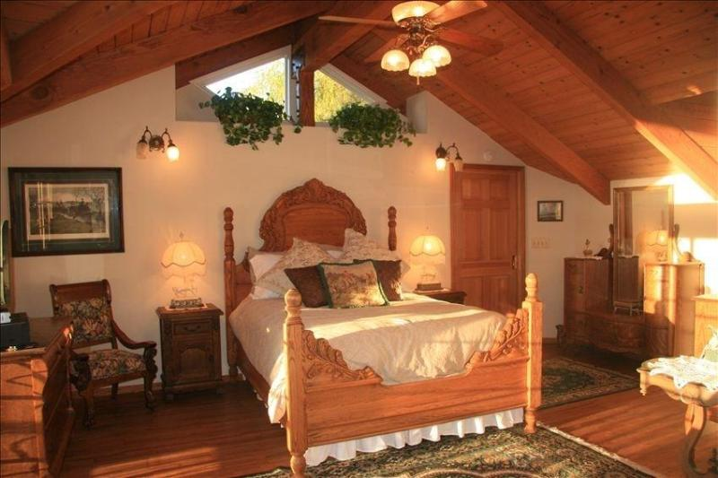 Master Bedroom - Rustic Ranch Retreat close to Disney & the Beach! - Anaheim - rentals