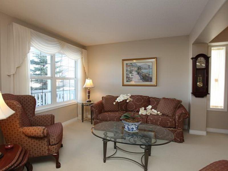 Luxury 6 Bedrooms Vacation Home at Great Community - Image 1 - Calgary - rentals
