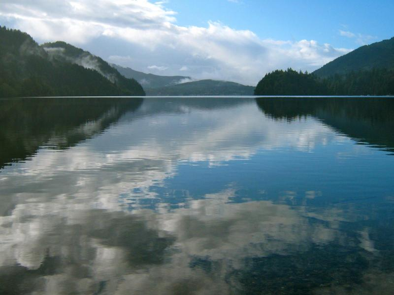Enjoy this gorgeous 12 mile lake in the backyard - Sunny Lake Whatcom Waterfront  w Dock/Boat Launch - Bellingham - rentals