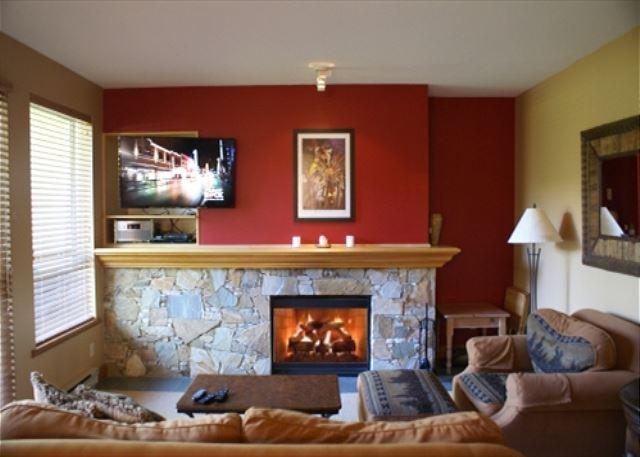 Living Room - Alpine Greens - Golf course views located on free shuttle route - Whistler - rentals