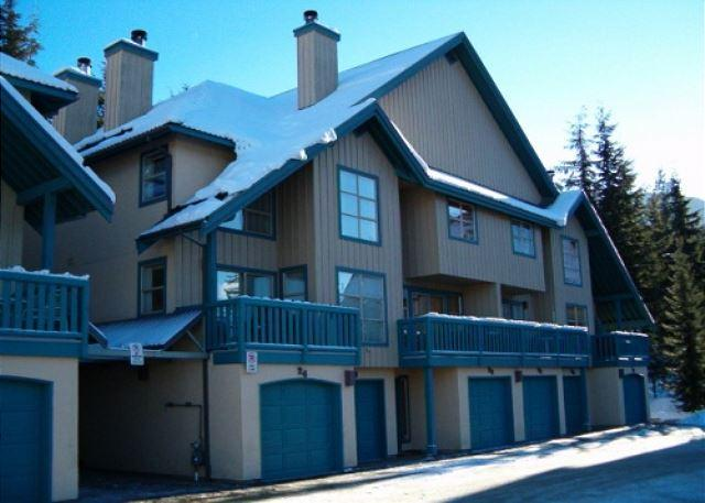 Forest Trails - Deluxe 2 bedroom + den with 3 full bathrooms - Image 1 - Whistler - rentals