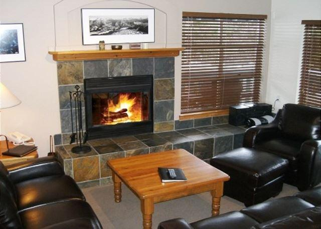 Forest Trails - Large 3 bedroom + den, easy access to skiing, private garage - Image 1 - Whistler - rentals