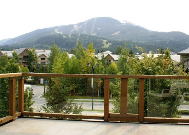 In the village on free shuttle route and includes free wi fi! - Image 1 - Whistler - rentals