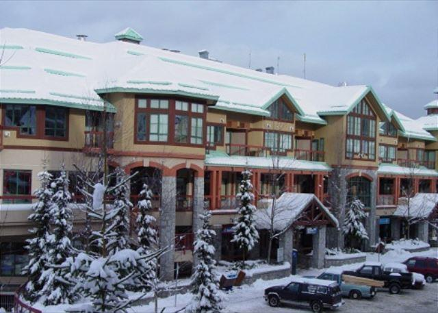 Conveniently located in the village with free parking and wi fi - Image 1 - Whistler - rentals