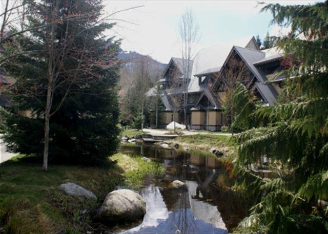 Conveniently located with private hot tub & free parking - Image 1 - Whistler - rentals