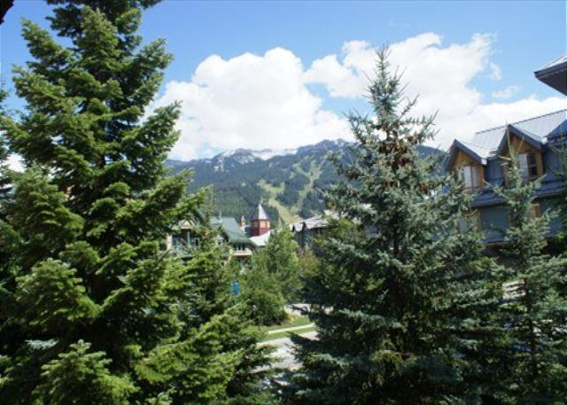 Deluxe 3 bedroom with Village location and private hot tub - Image 1 - Whistler - rentals