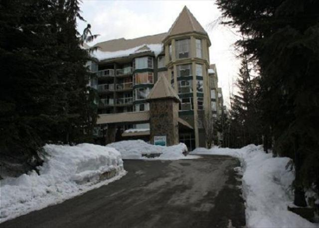 Deluxe Condo at Woodrun Lodge. Ski-in, Ski-out Access! - Image 1 - Whistler - rentals