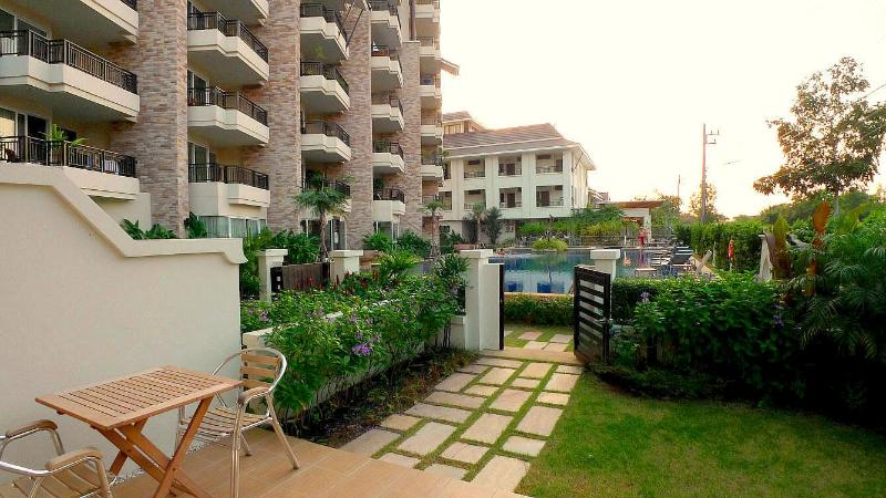 1 room pool apartment with garden, beach 100 m - Image 1 - Pattaya - rentals