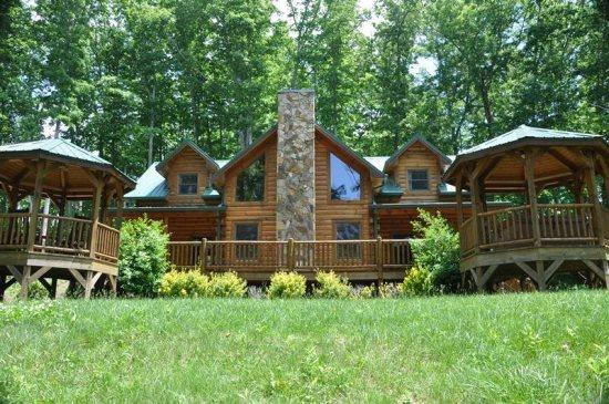 Relax in the Shade of the Covered Porches and Gazebos - Cherokee Timber Lodge -- Upscale 3 Bedroom with Amazing View and Hot Tub - Dillsboro - rentals