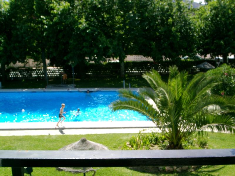 view to pool - 7 nights in July ONLY £140!! - Torremolinos - rentals