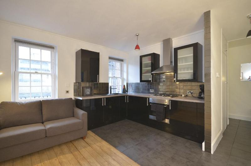 ***LAST MINUTE***2 bedroom sleeps 6 central ***Covent Garden Modern*** - Image 1 - London - rentals