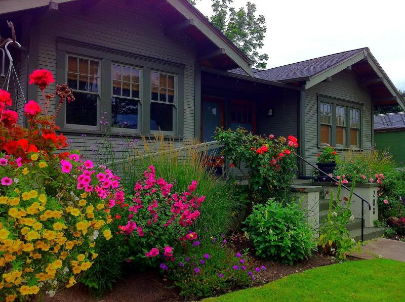Wine Country Bungalow- in the heart of downtown! - Image 1 - McMinnville - rentals