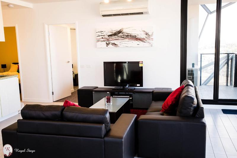 Royal Stays Fabulous 2bdr Suite in Docklands - Image 1 - Victoria - rentals
