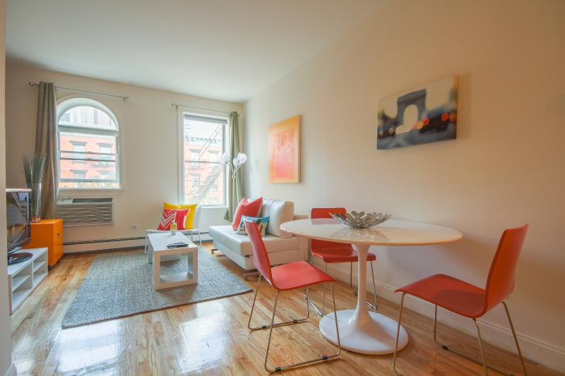 Spacious 2-bed Hell's Kitchen apt ! - Image 1 - New York City - rentals