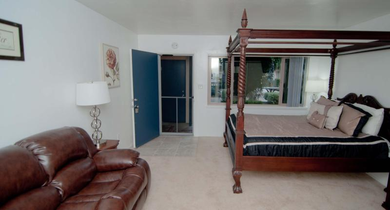 -60 Yards to Beach in Pacific Beach- June $694/wk - Image 1 - San Diego - rentals