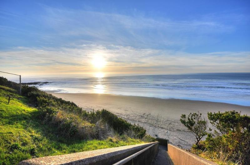 The Keel Beach House - Image 1 - Lincoln City - rentals