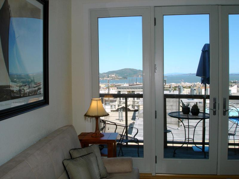 Yes that is Alcatraz through the window!  Great view of the bay. - San Francisco Getaway LOCATION PARKING, A/C,***** - San Francisco - rentals