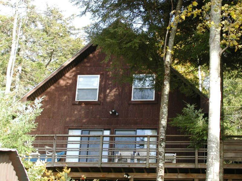 Modern  Waterfront Cottage Located on Green Lake - Image 1 - Ellsworth - rentals