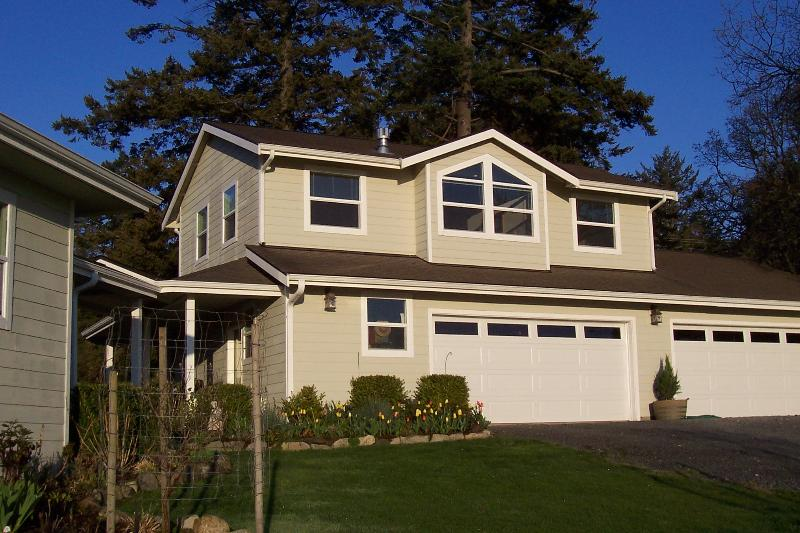 Rental unit over garage has separate entry - Private, gorgeous mountain and valley views - Friday Harbor - rentals