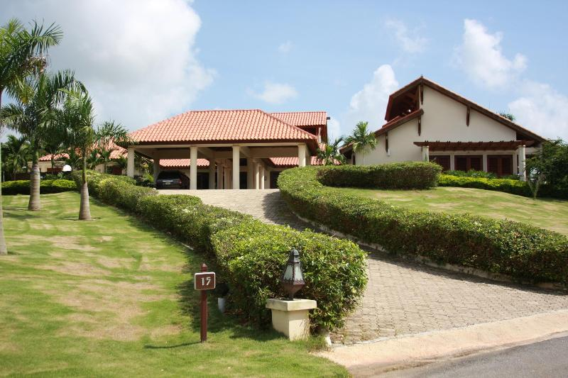 Villa sits at the top of a small grassy hill offering privacy  - CASA DE CAMPO LUXURY HOME DIRECTLY ON GOLF COURSE - La Romana - rentals