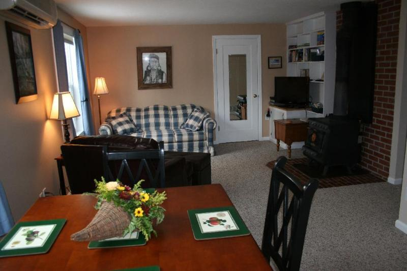 Cottage in the Grove - Image 1 - Forest Grove - rentals