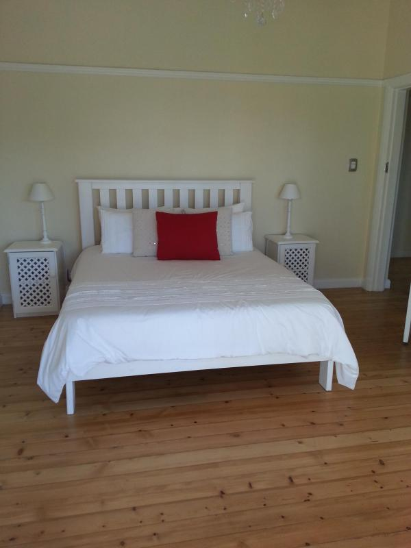 Pretty and simple furnishing throughout - Fylgia - Cape Town - rentals