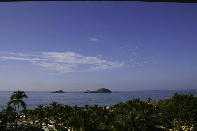 View from the balcony - AMAZING BEACHFRONT APARTMENT IN IXTAPA - Ixtapa/Zihuatanejo - rentals