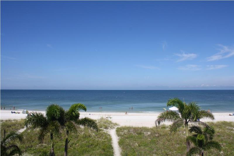 Million dollar view right from your private balcony...stunning! - Newly updated - DIRECT gulf front 3 bdm condo - Indian Rocks Beach - rentals