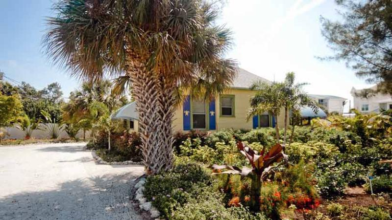 View from Street - Whispering Pines: 2BR/2BA Classic Cottage Near Beach - Anna Maria - rentals