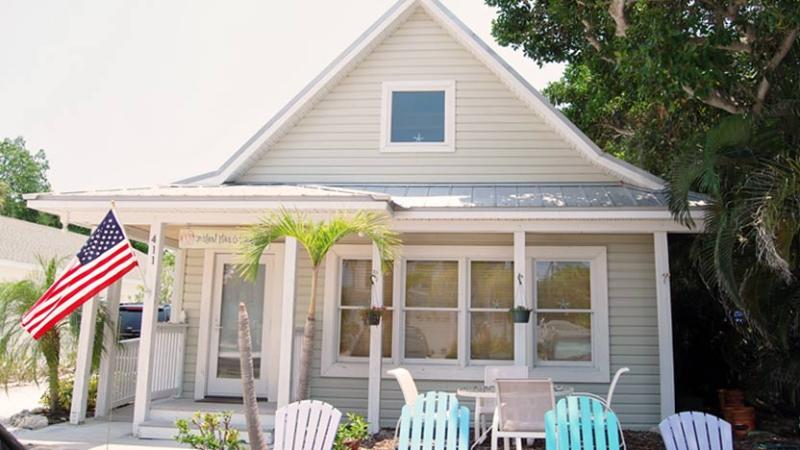 View from Street - Island Place Cottage: 1BR/1BA Quaint Pet-Friendly Cottage - Anna Maria - rentals